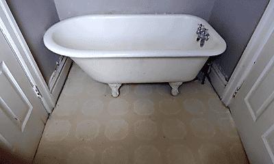 Bathroom, 72 Lincoln Way W, 2