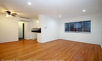 Living Room, 123 N Maple St, 1