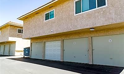 Building, 961 Las Lomas Dr C, 2