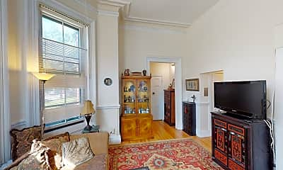 Living Room, 92 Marlborough St #3, 2