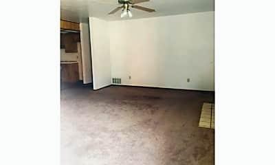 4001 NW Ozmun Ave, 1