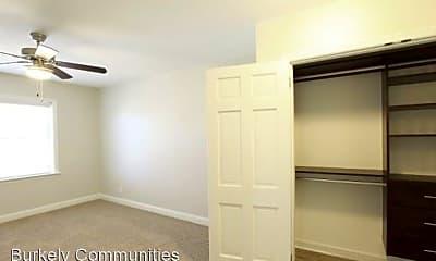 Bedroom, 301 N Mendenhall St, 1
