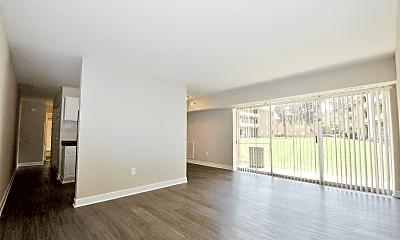 404 Rivertowne Apartment Homes, 1
