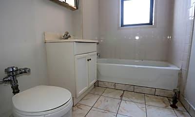 Bathroom, 725 W Barry Ave, 2