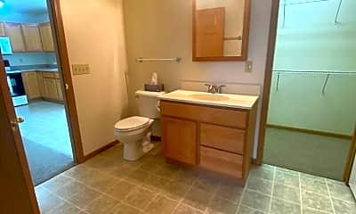 Bathroom, 4 Burns Park Dr, 1