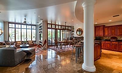 8 Biltmore Estate 213, 1