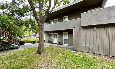 Building, 1151 Warren St, 1