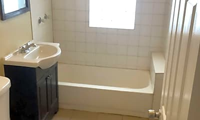 Bathroom, 5518 W Jackson Blvd, 2