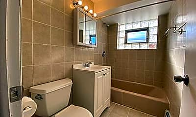 Bathroom, 3826 N Harlem Ave, 2