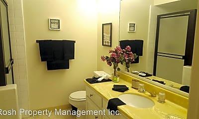 Bathroom, 10996 Wellworth Ave, 2