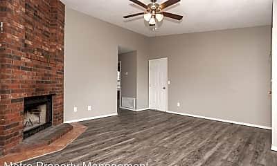 Bedroom, 2011 N Chestnut Ave, 1