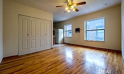 Living Room, 821 W Cornelia Ave, 0