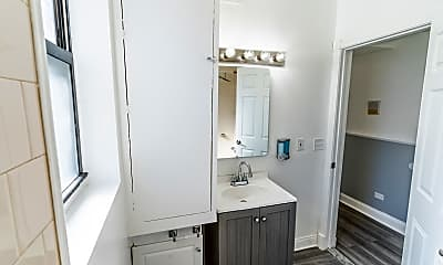Bathroom, 5801 S Sangamon St 1S, 2