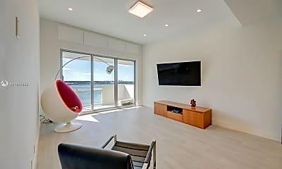 Living Room, 1500 Bay Dr, 2