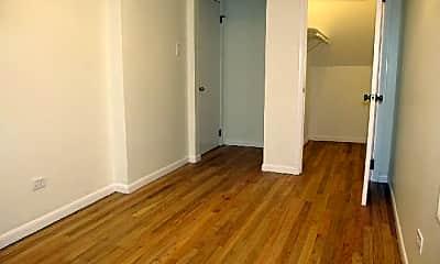 Bedroom, 527 N Marshfield Ave, 2