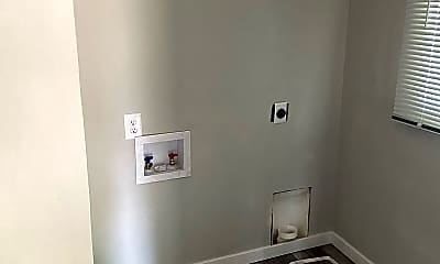 Bathroom, 806 Indiana Ave, 2