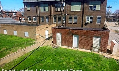 Building, 4917 Lindenwood Ave, 2