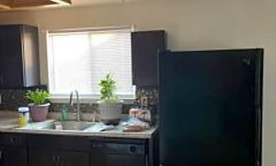 Kitchen, 723 Shadow Ln, 2
