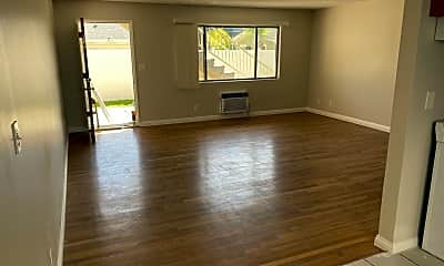 Living Room, 7333 Comstock Ave, 1