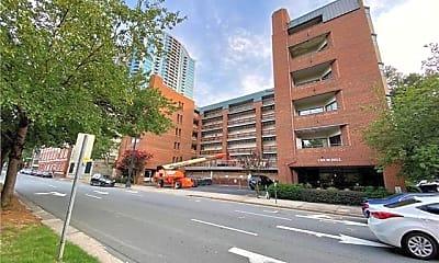 Building, 224 N Poplar St, 0