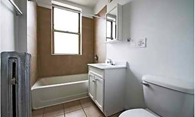 Bathroom, 4714 S Michigan Ave, 2