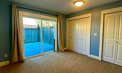 Bedroom, 2812 E Spring St, 1