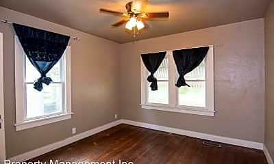 Bedroom, 716 W 2nd St, 2
