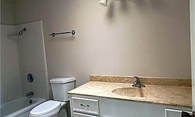 Bathroom, 2231 Memorial Pkwy, 2