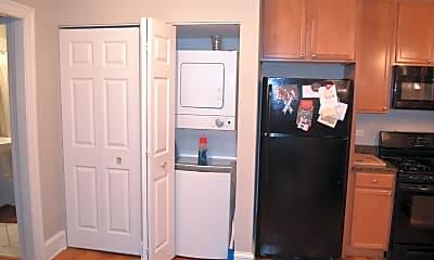 Kitchen, 223 N Oak Park Ave 1E, 2