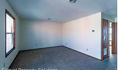 Building, 1147 E Elm St, 1
