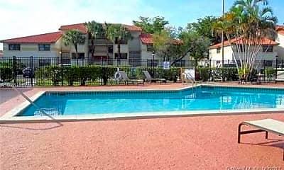 Pool, 9843 Nob Hill Ln, 2