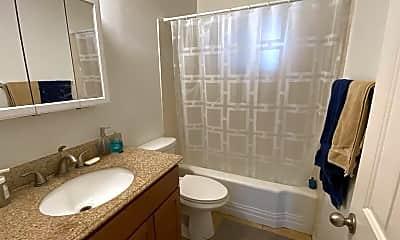 Bathroom, 1321 E Hall St, 2
