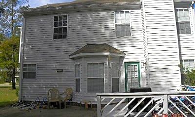 Building, 978 Heathland Dr, 1