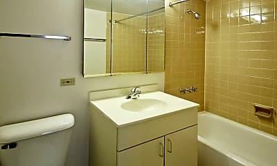 Bathroom, Heritage Green, 2