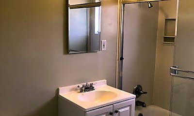 Bathroom, 920 Evelyn St, 2