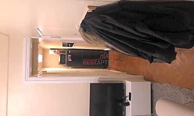 Kitchen, 131 E 45th St, 2