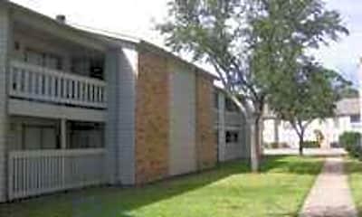 Pinewood North, 1