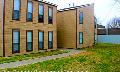 Building, 901 E Brooks St, 2