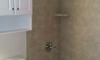Bathroom, 514 W Marshall St, 1