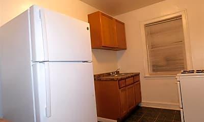 Kitchen, 7516 N Hoyne Ave, 2