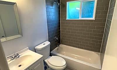 Bathroom, 725 E Indiana Ave, 1