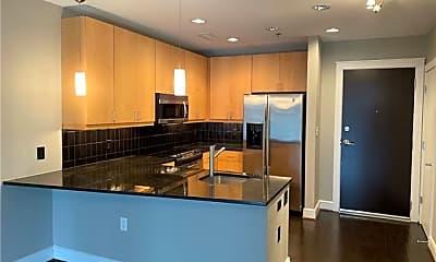 Kitchen, 333 W Trade St 909, 1