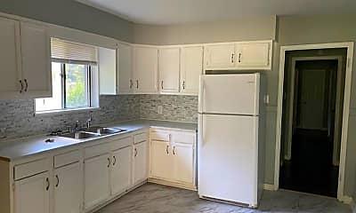 Kitchen, 2871 Lakewood Dr, 1