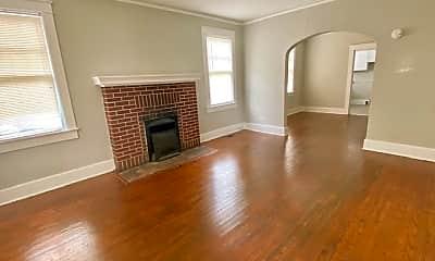 Living Room, 815 W King Ave, 1