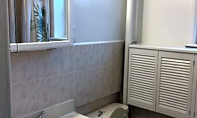 Bathroom, 11 Tunis Ave, 2