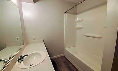 Bathroom, 1002 Mulkey Ln, 2