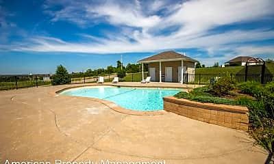 Pool, 626 Oakbrook Pl, 2