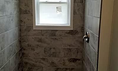 Bathroom, 501 W Monroe St, 2