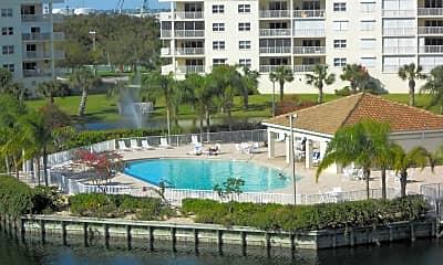 Pool, 8911 Lake Dr, 1