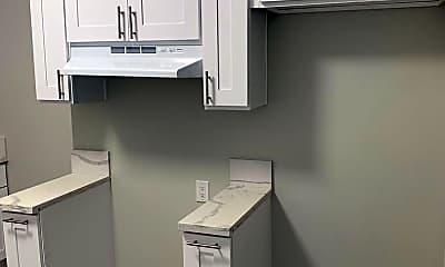 Bathroom, 2830 E 11th St, 2